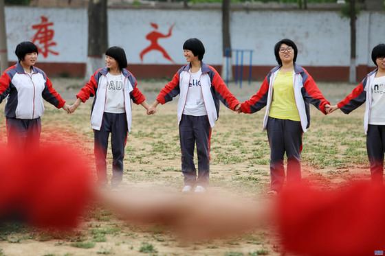 巨鹿高三学生:心理减压 笑迎高考