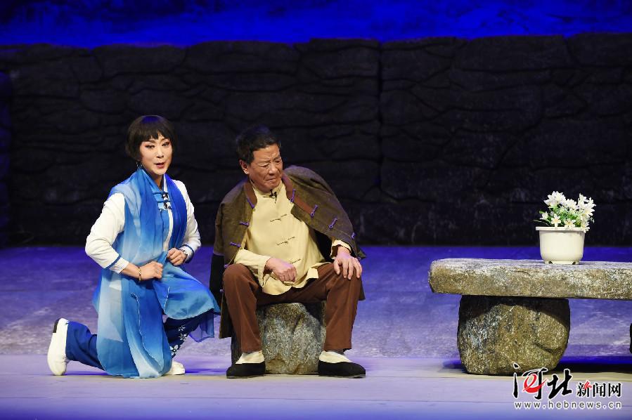河北梆子现代戏《百合岭》在石家庄上演(组图)