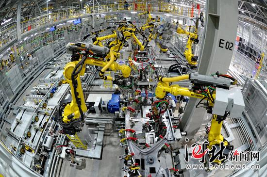 北京现代沧州工厂自动化生产线. 苑立伟摄