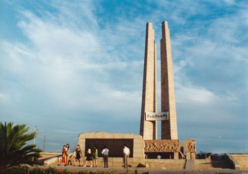 唐山市抗震纪念碑_石家庄百年大石桥换新颜 看看你家乡的标志性建筑是啥_河北新闻网