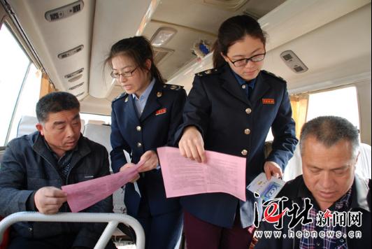 """海兴县税法宣传""""搭公交""""打造流"""